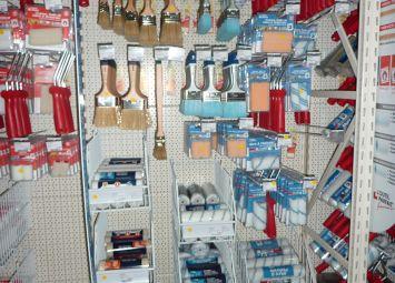 Linéaire outils du peintre à SAPRO Martinique